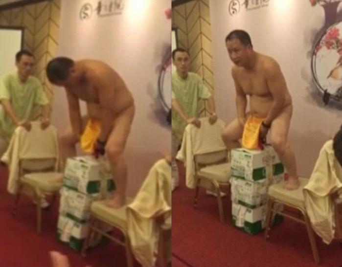 Китаец размахивал ящиками пива, прикрепленными к пипиське