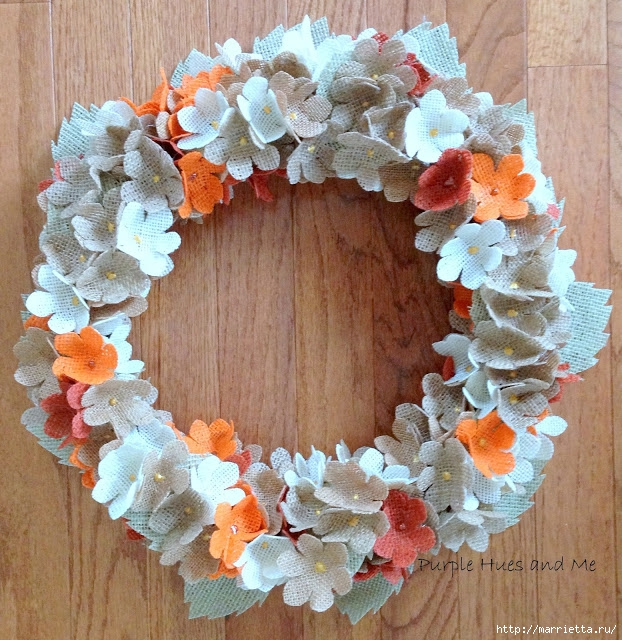 Нежный венок с цветочками из мешковины (12) (622x640, 359Kb)