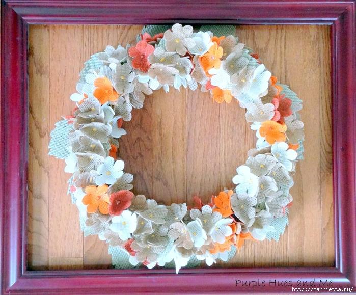 Нежный венок с цветочками из мешковины (14) (700x579, 372Kb)