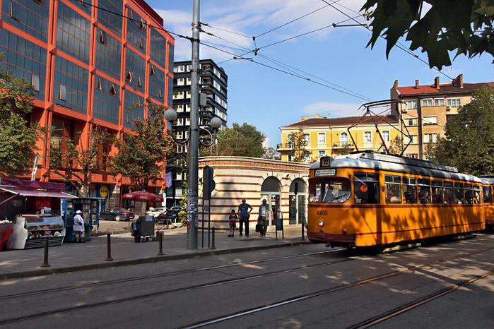 Bulgaria-Sofia-Street2-L (700x466, 536Kb)