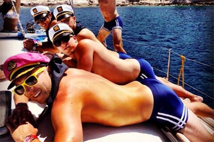 Пародирующие слащавые женские селфи мужчины стали звездами Instagram