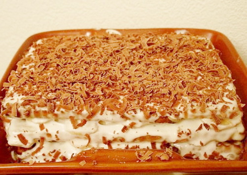 Творожный торт без выпечки с бананами и печеньем без выпечки