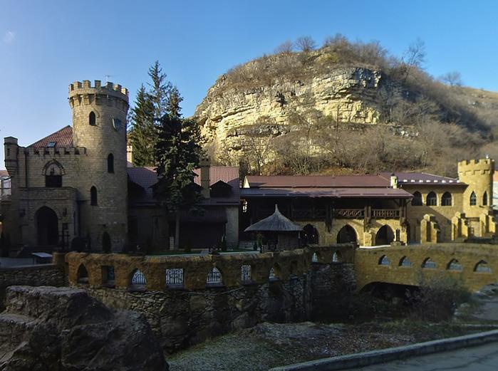 alt=Кисловодск. Замок коварства и любви, забронировать гостиницу в Кисловодске