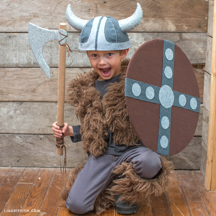 Viking_Costume_DIY_Shield_Cloak_TN (700x700, 647Kb)
