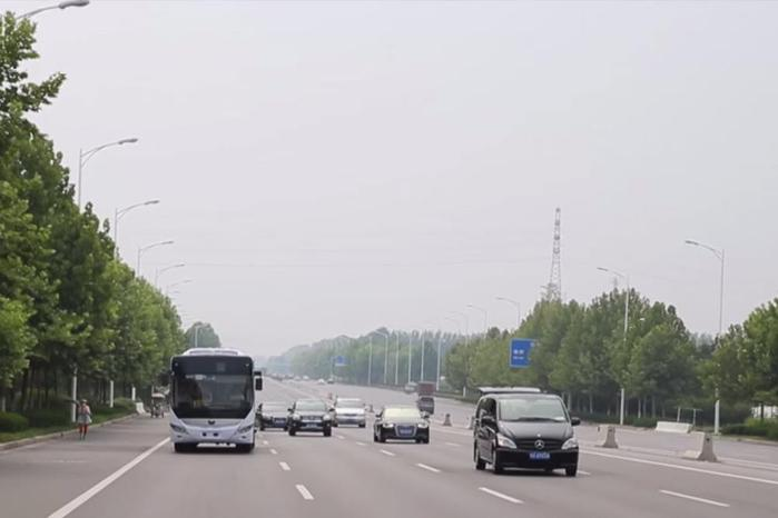 В Китае тестируют автобусы без водителя («беспилотники»)