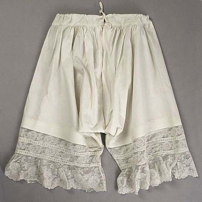 125607638 101415 1202 4 Дамское нижнее бельё второй половины XIX века: «аморальные» батистовые панталоны