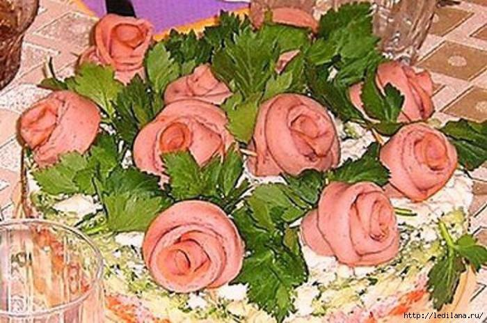 3925311_prostoc_salat_rozi_iz_kolbasi (700x464, 239Kb)