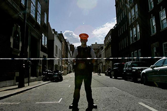 СМИ: Британка убила двух человек по приказу лампы накаливания