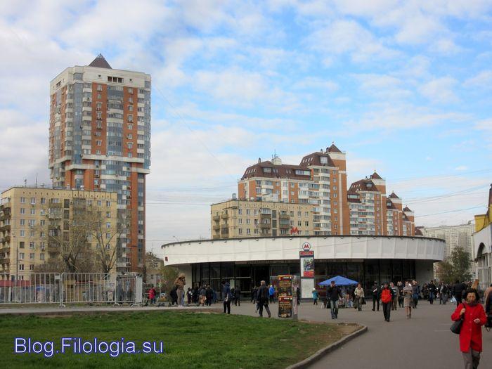 Площадь у станции метро Краснопресненская в Москве (700x525, 59Kb)