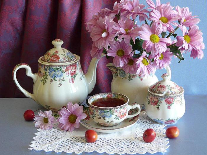 lovely_flowers_and_cup_of_tea-1504737 (700x525, 68Kb)