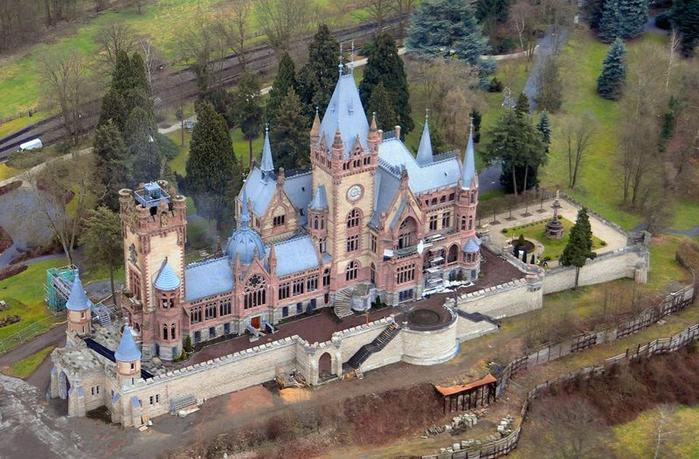 замок Драхенбург 2 (700x459, 401Kb)