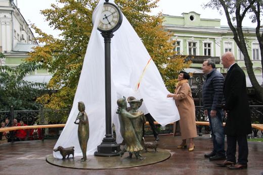 Скульптура Одесское время1 (520x347, 259Kb)