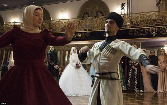 Установлены требования к традиционной чеченской свадьбе