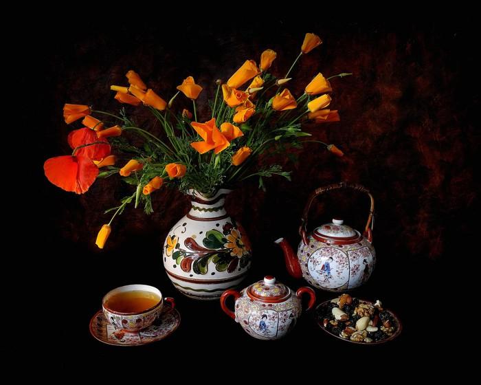 natyurmort-cvety-maki-chaynik (700x560, 81Kb)