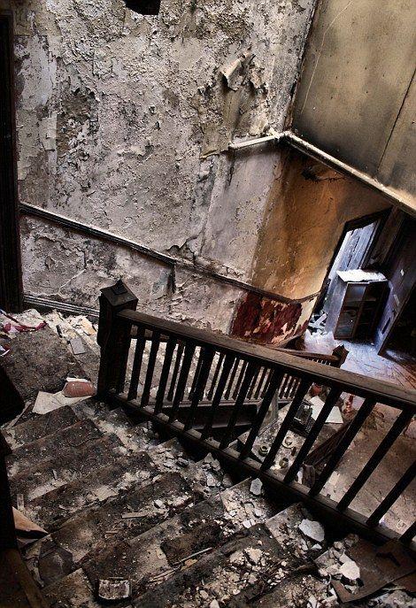 фото заброшенных зданий 17 (470x687, 428Kb)