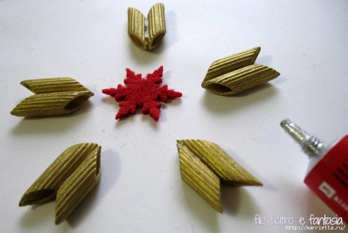 Из макарон для новогодней елочки - ангел и звезда (8) (700x470, 209Kb)