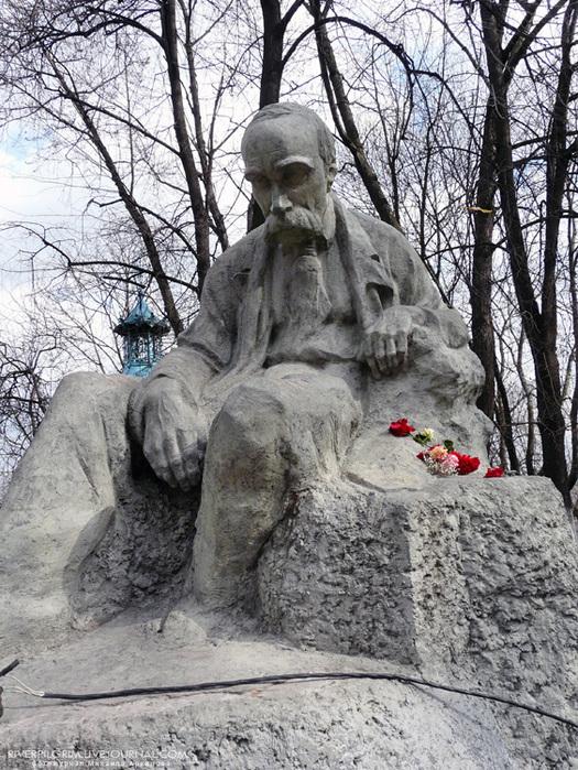 alt=Андреевкий спуск как новая смотровая площадка Киева/2835299_pamyatnik_ShEVChENKO (525x700, 247Kb)
