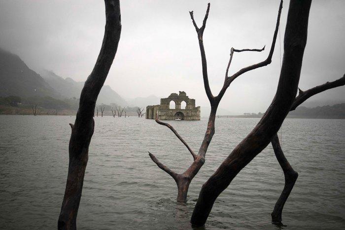 храм в озере мексика 1 (700x466, 152Kb)