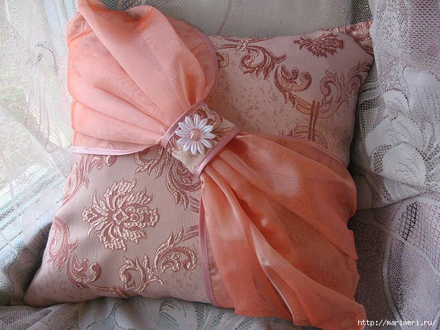 Диванную подушку сшить своими руками