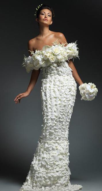 платье из лепестков роз (355x661, 111Kb)