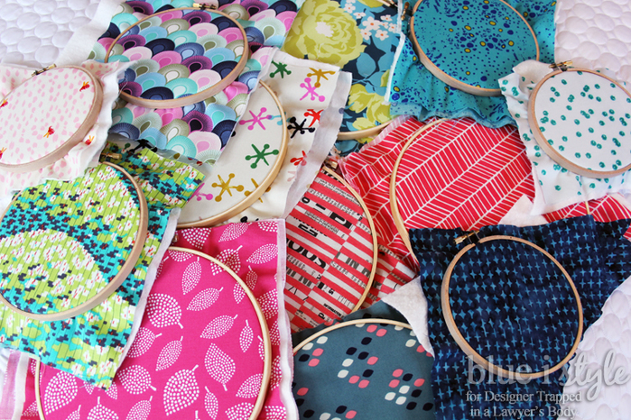 Embroidery-Hoops-Filled-With-Fabric-2 (700x466, 533Kb)