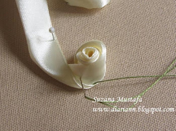 Нежные розы из лент