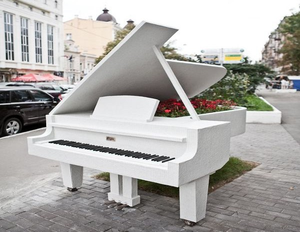 monument_piano (600x465, 84Kb)