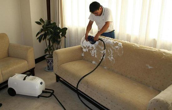 Чем очистить пятна на мягкой мебели!