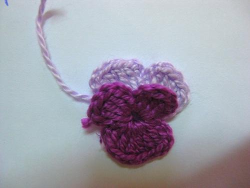 Связать крючком по схемам и по мастер классу цветы разноцветные фиалки. связать крючком по схемам-крючком цветы.