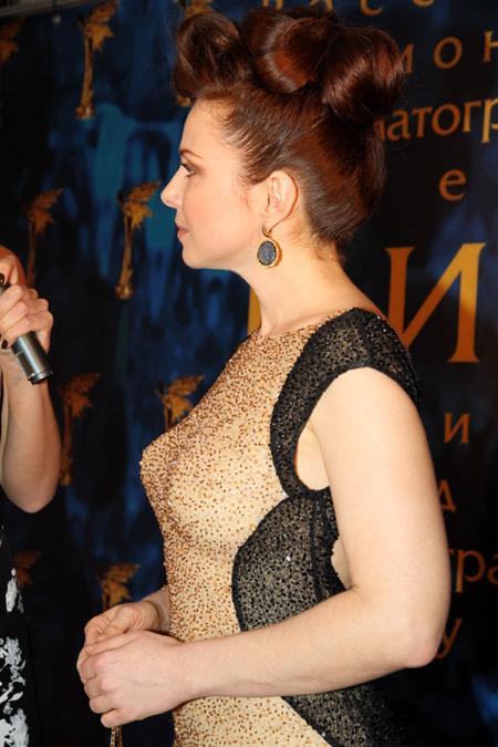 Екатерина Гусева в сексапильном платье НИКА 1 (450x675, 131Kb)