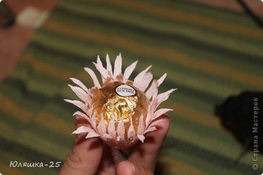 хризантемы из конфет МК (7) (520x347, 26Kb)