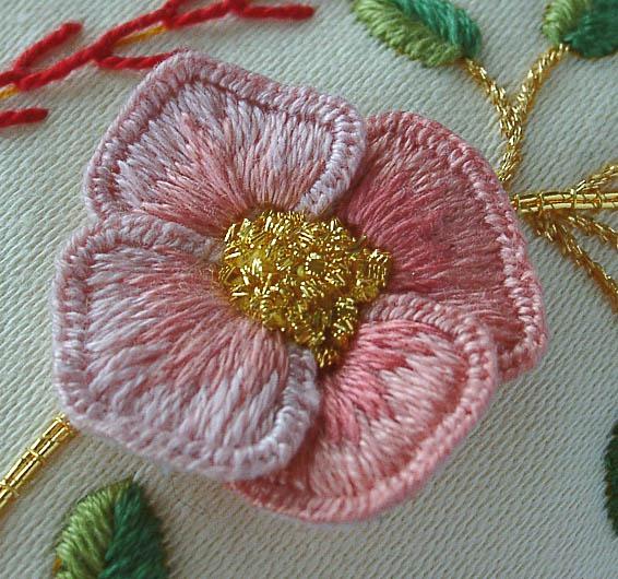 Как оформить объемную вышивку