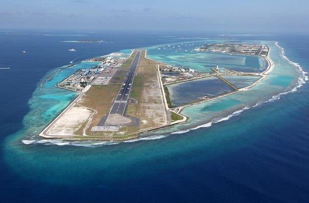 Аэропорт на Мальдивах расположен на искусственном острове прямо посреди Индийского океана (604x397, 34Kb)