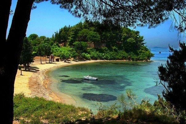 Уютная бухта на острове Корфу, Греция (604x403, 85Kb)