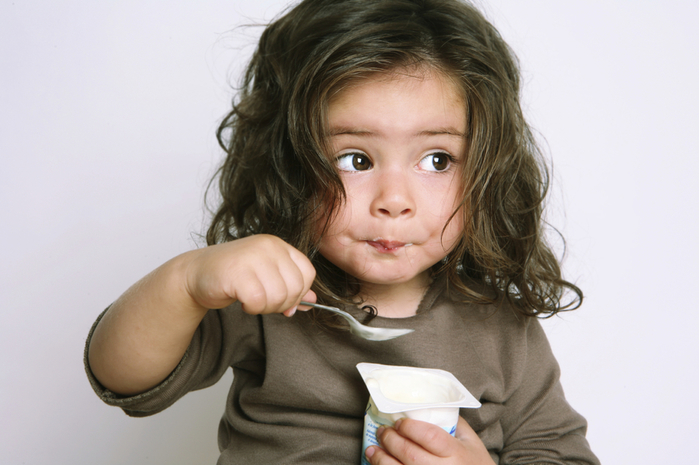 girl-eating-yogurt (700x465, 296Kb)