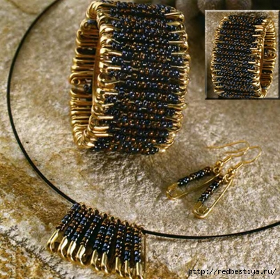 Украшения из бисера сейчас очень популярны, подростки часто делают себе фенечки, женщины и девушки носят браслеты...