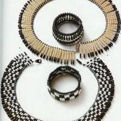 Необычные украшения из булавок и бисера.  Включайте фантазию и вы сможете сами изготовить колье или браслет с...