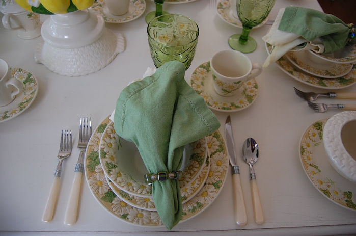 ромашковая посуда.весенняя сервировка стола (5) (700x463, 103Kb)