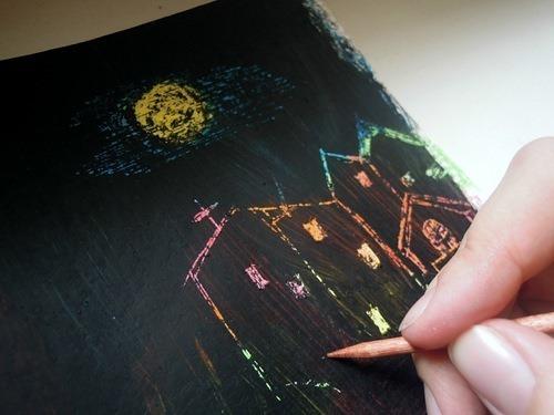 Искусство граттаж — процарапывание рисунка на затушеванной поверхности