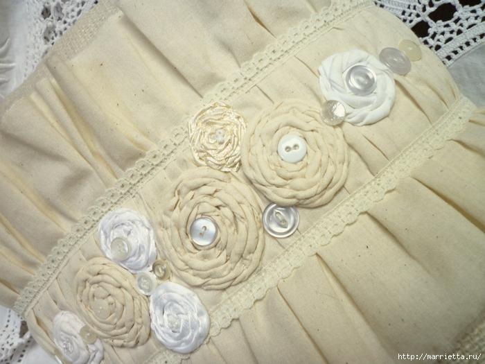 подушки из мешковины, бязи и цветов в стиле шебби шик (19) (700x525, 289Kb)