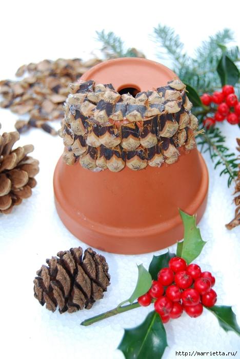 рождественский колокол из цветочного горшка и сосновых шишек (2) (468x700, 230Kb)