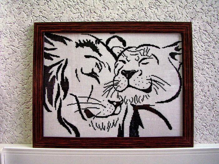 Львиная любовь-вышивка