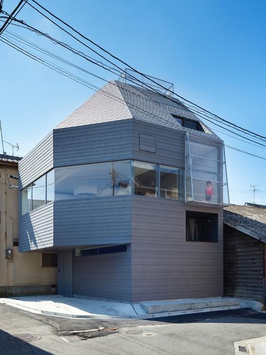 Трехэтажный дом в Японии в 30 квадратов (525x700, 262Kb)