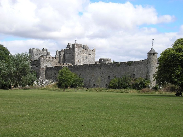 Cahir-_castle-_Ireland_ (700x524, 96Kb)