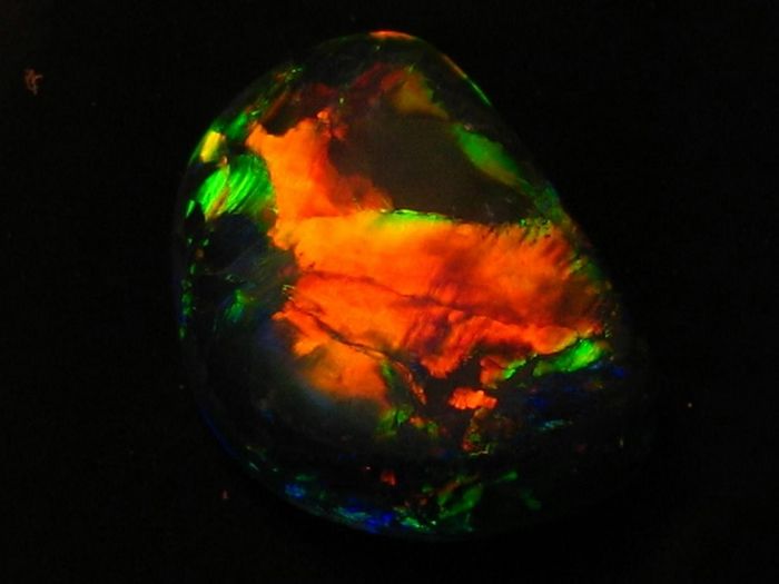 Lightning_Ridge_Black_Opal (700x525, 143Kb)
