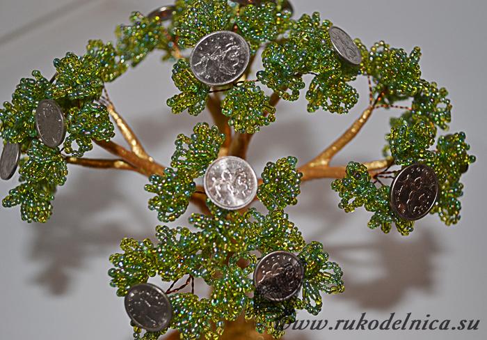 После высыхания краски денежное дерево готово!  Ну, а на привлеченные денежным деревом средства можно хорошо...
