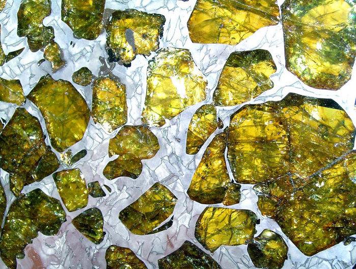 метеорит Fukang фото 2 (700x528, 193Kb)