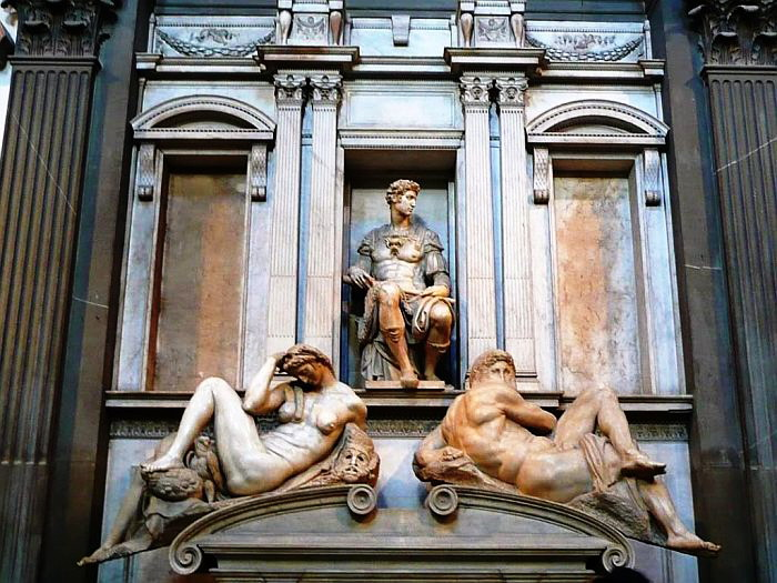Усыпальница герцога Джулиано Медичи. 1532-1534 (700x525, 122Kb)