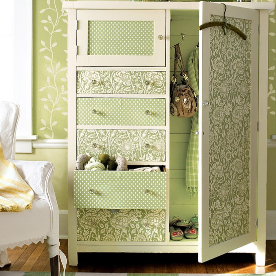 cabinets-updated-doors-with-wallpaper2_3 (550x550, 121Kb)