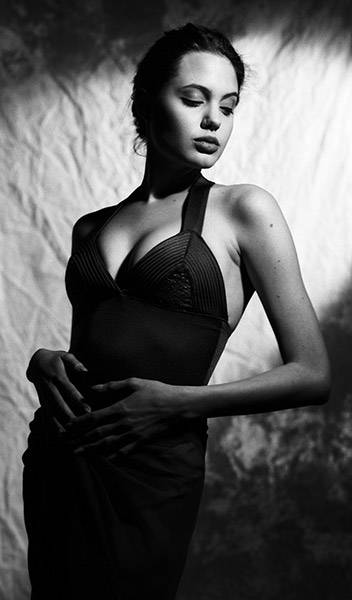 03_Angelina_Jolie_young (352x600, 21Kb)